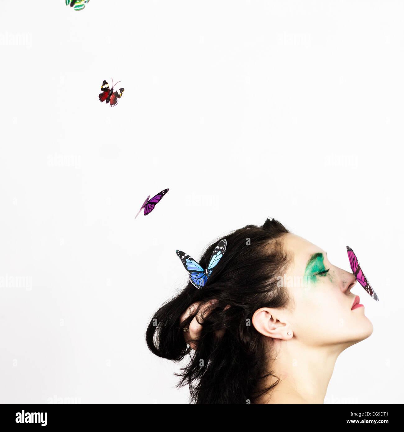 Femme avec papillon sur son nez Photo Stock