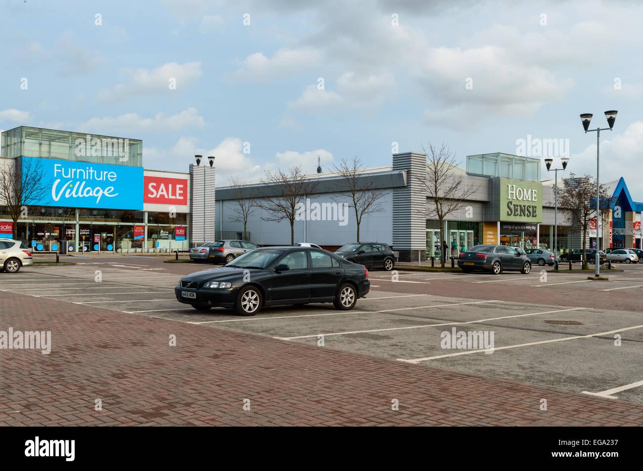 Village de meubles, et Home Sense magasins à Château Marina Retail Park, Castle Bridge Road, Nottingham, Photo Stock