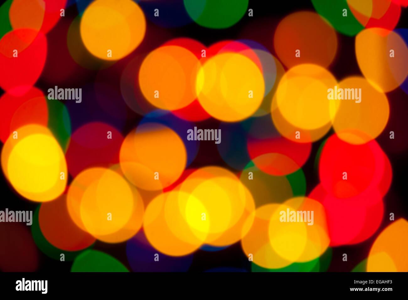 Résumé Les antécédents - objets de couleur lumineux de flou artistique sur un fond noir Photo Stock