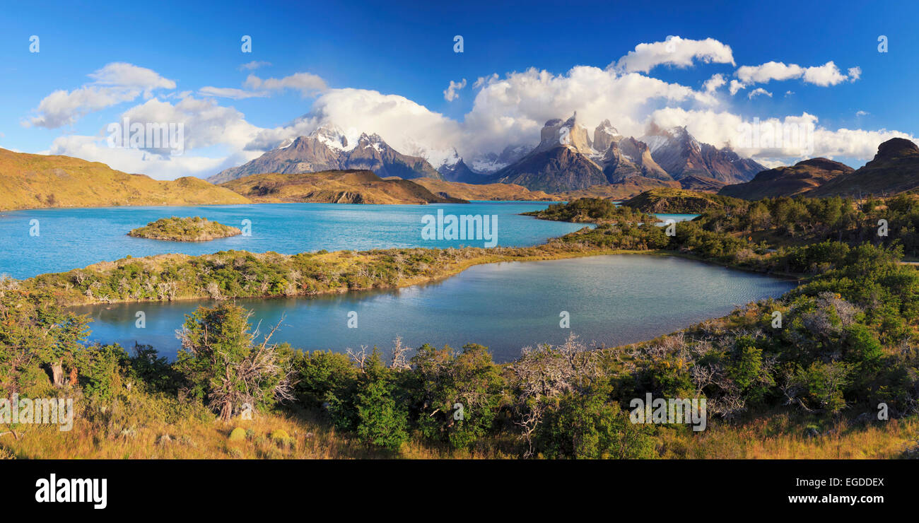 Le Chili, la Patagonie, le Parc National Torres del Paine (UNESCO Site), pics et Cuernos del Paine le Lac Pehoe Photo Stock