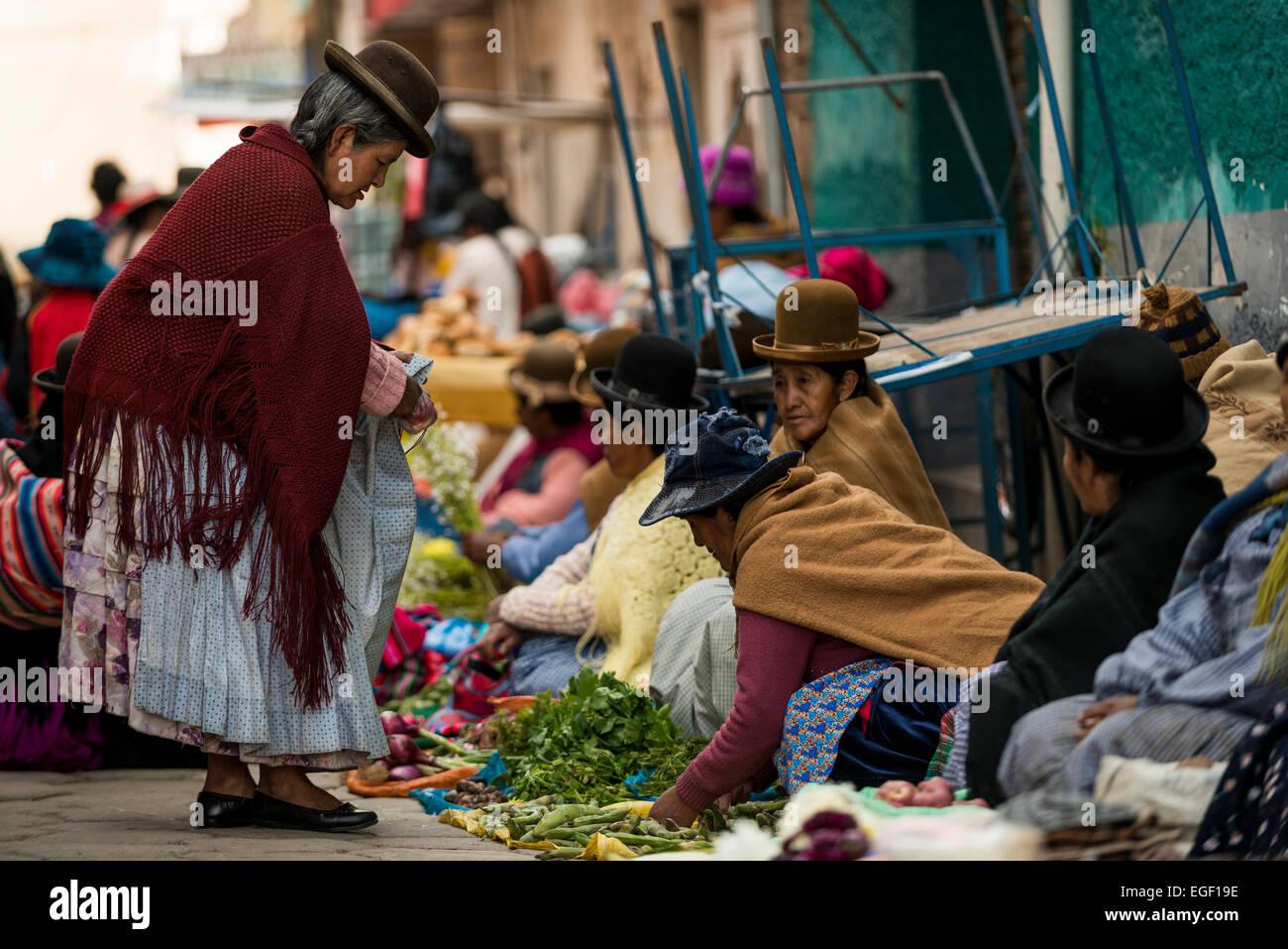 Scène du marché local, le Lac Titicaca, Copacabana, Bolivie Photo Stock