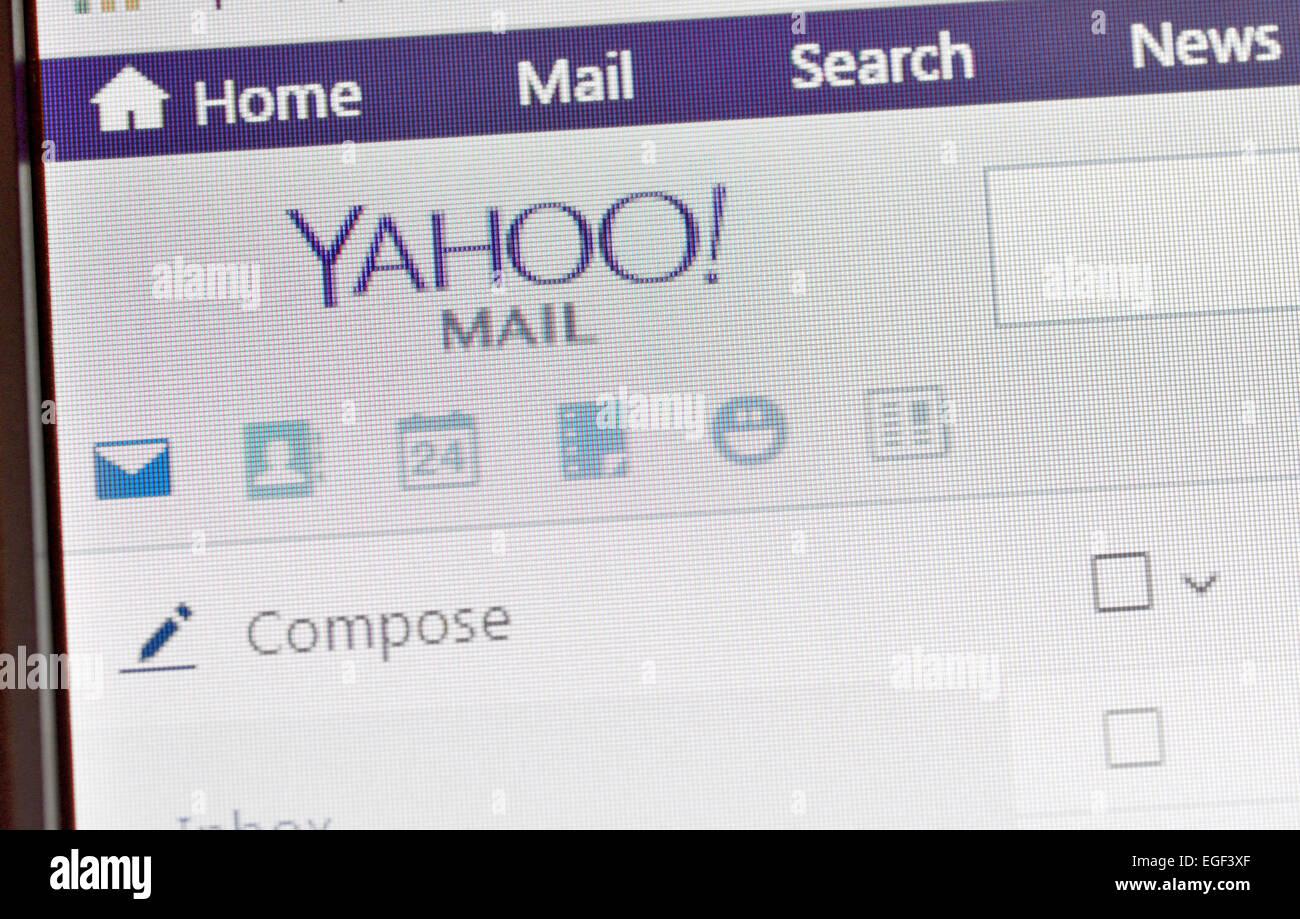 Galati, Roumanie, 24 février 2015: page d'accueil de Yahoo sur l'écran de l'ordinateur Photo Stock