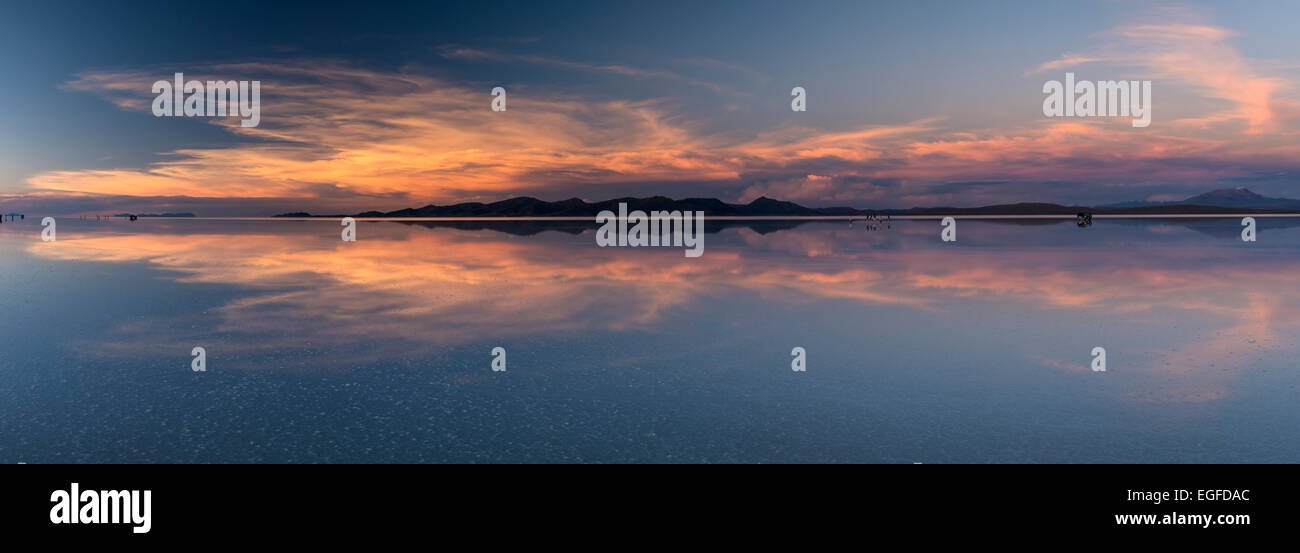 Coucher de soleil sur le Salar de Uyuni, le sud de l'Altiplano, Bolivie Photo Stock