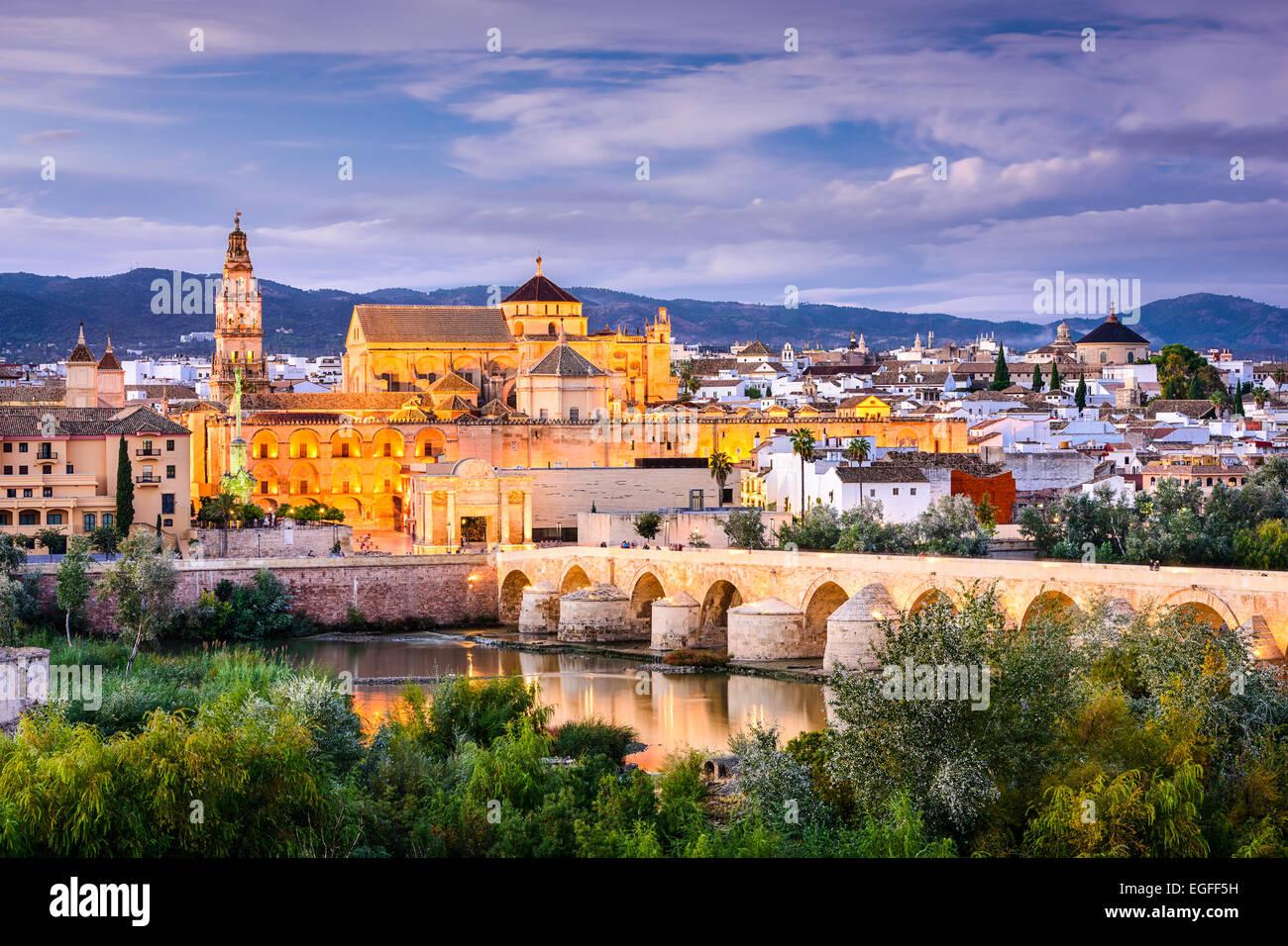 Cordoue, Espagne vieille ville skyline à l'Mosque-Cathedral. Photo Stock