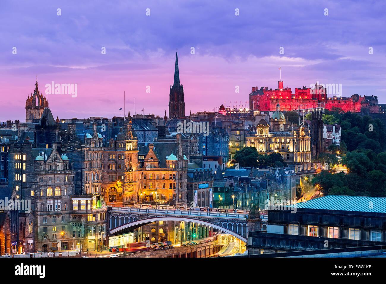 L'Edinburgh skyline avec le château d'Édimbourg à l'arrière-plan. Photographié Photo Stock