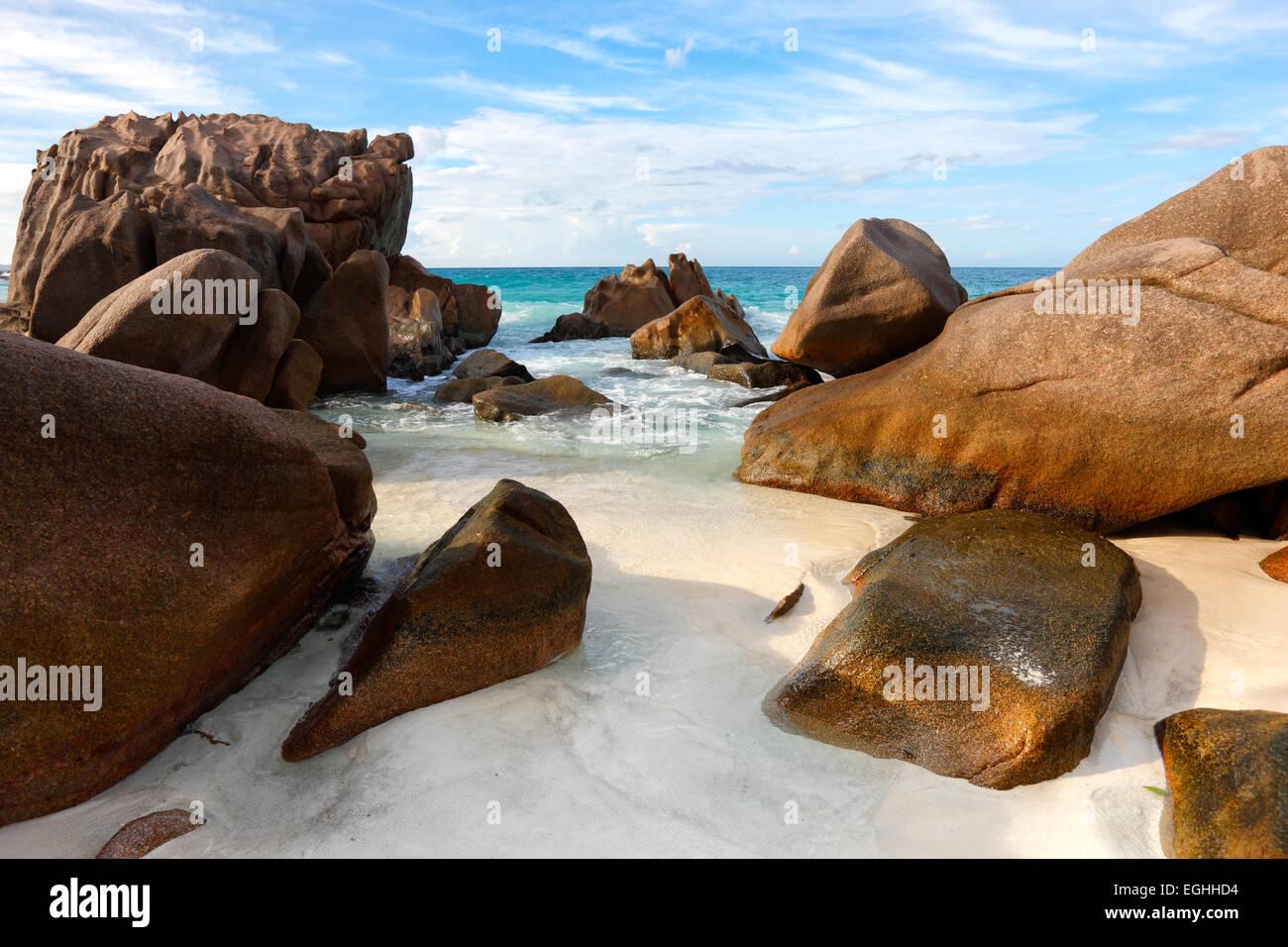 Seychelles rochers sur la plage, La Digue. Photo Stock