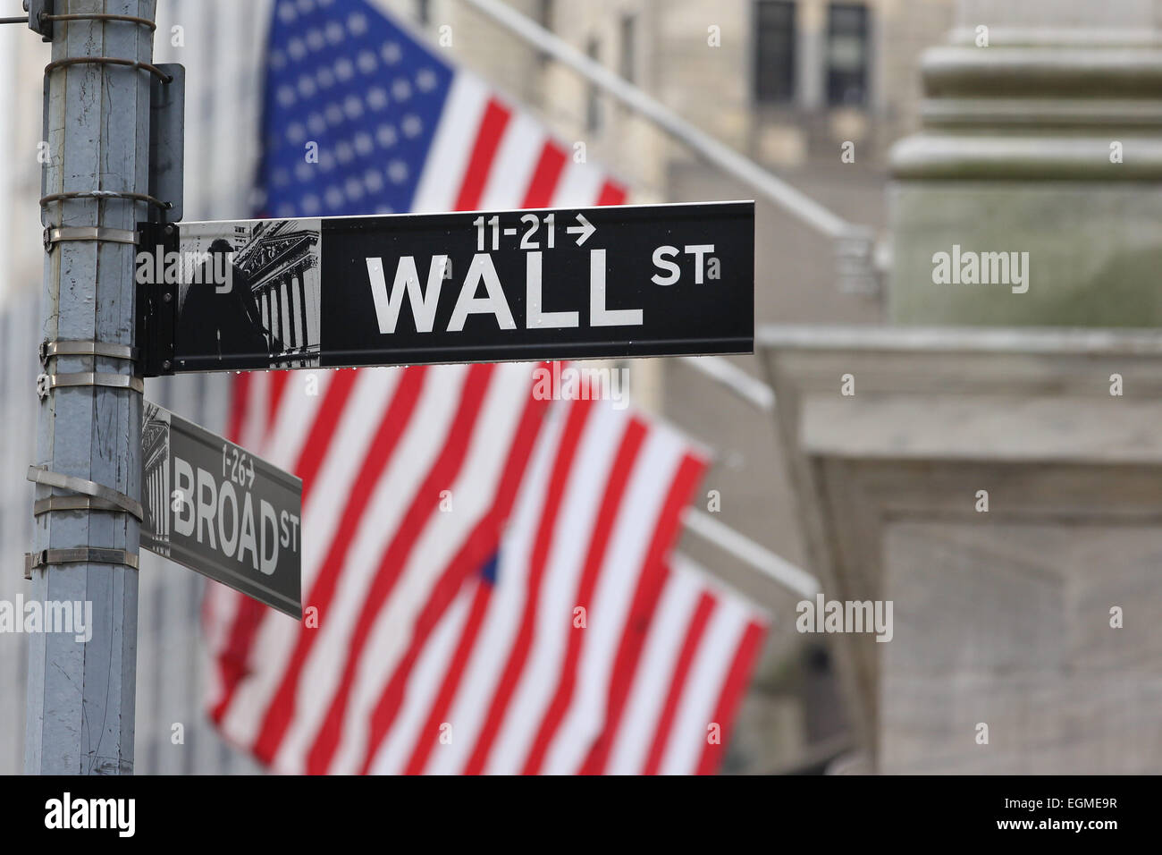 Wall Street et la Bourse de New York, le centre-ville de Financial District, Manhattan, New York City, USA. Photo Stock