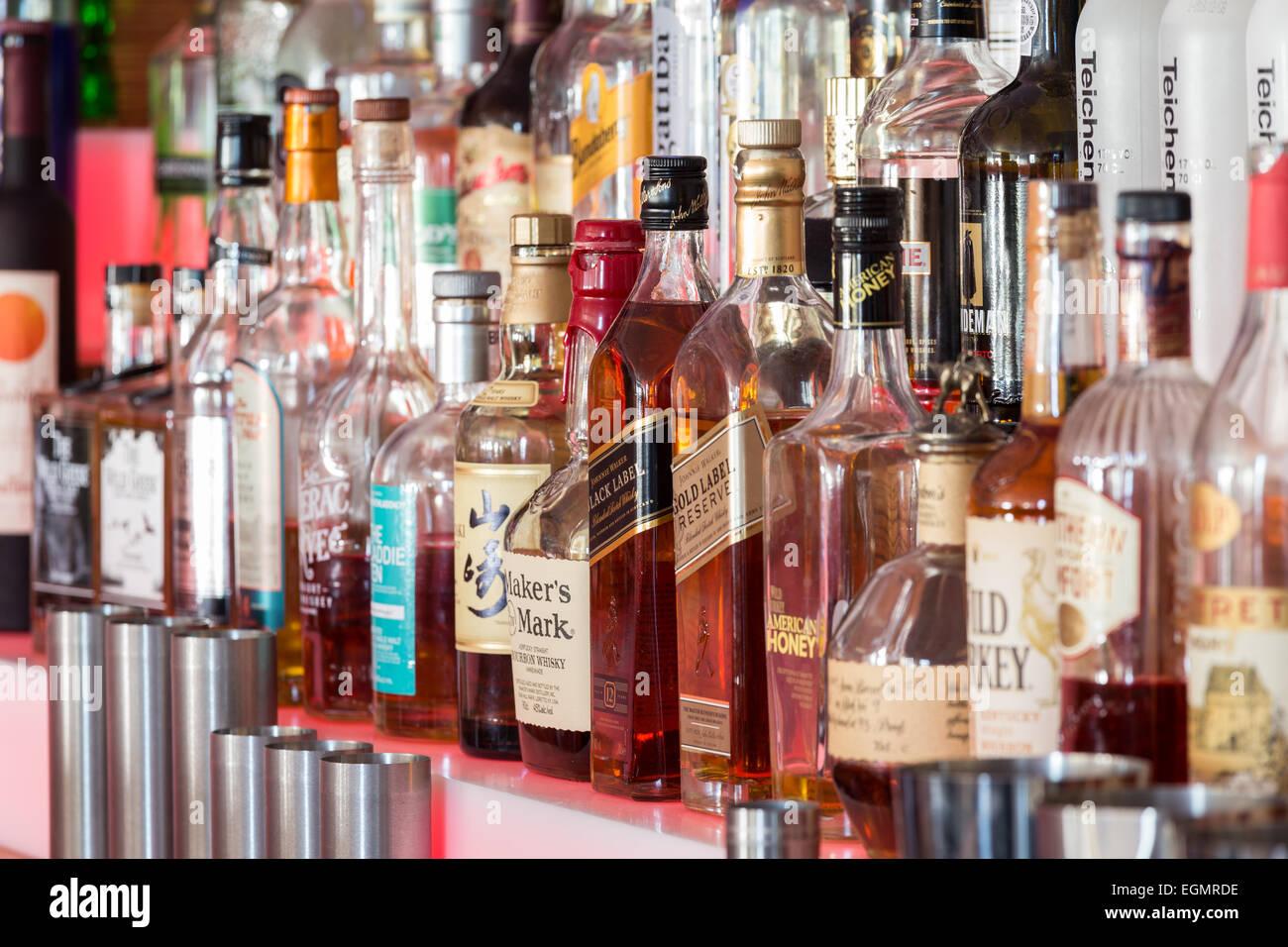 whisky bottles bar photos whisky bottles bar images alamy. Black Bedroom Furniture Sets. Home Design Ideas