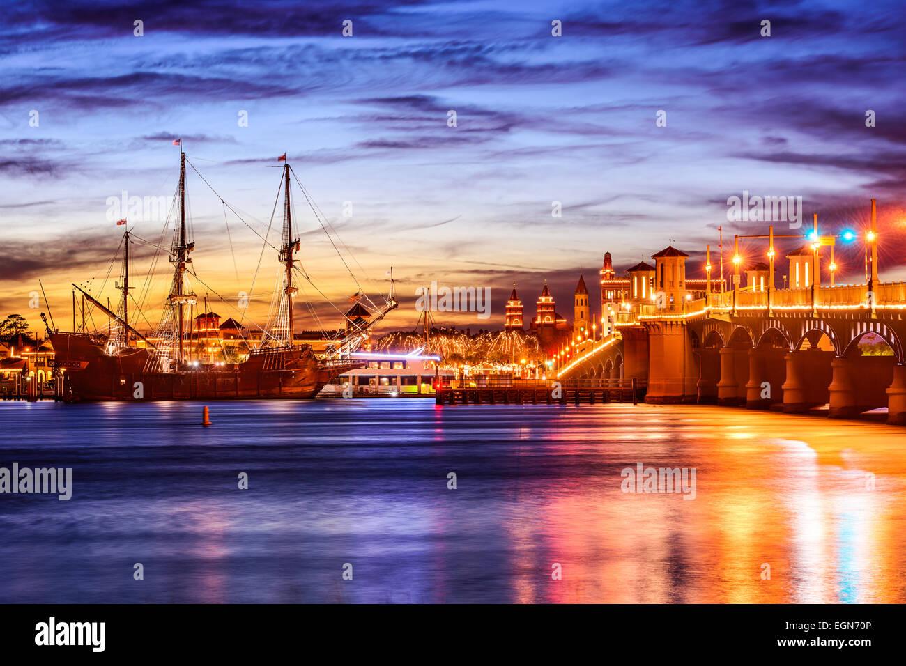 Saint Augustine, Floride, USA cityscape au pont des Lions sur l'Atlantic Intracoastal Waterway. Photo Stock