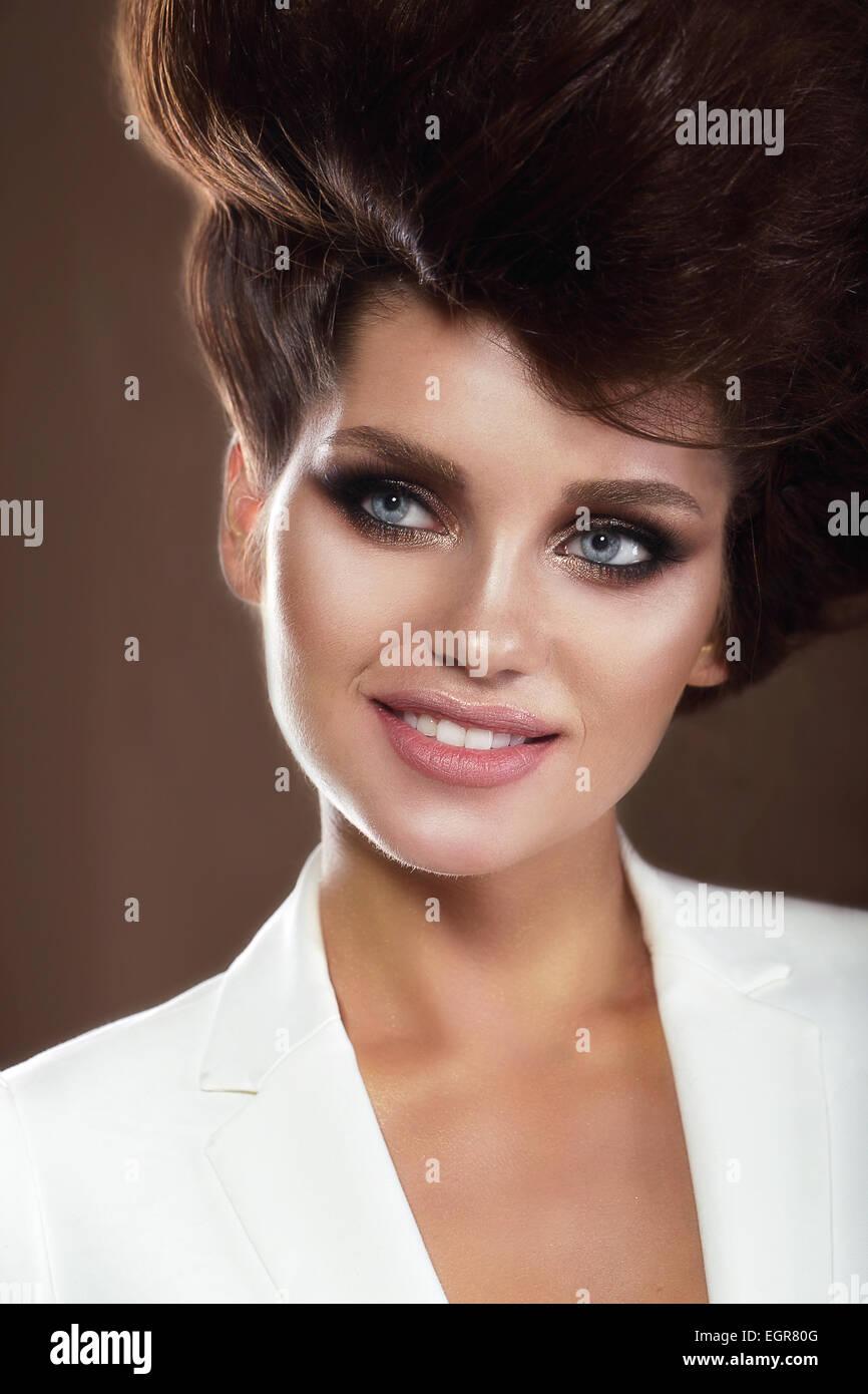 Portrait of Smiling Woman sophistiqués Banque D'Images