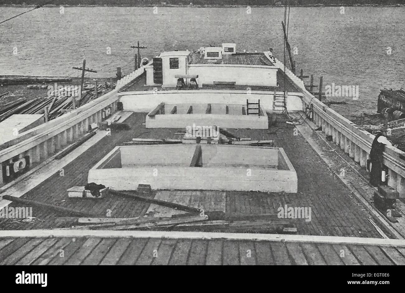 Sur le pont d'une goélette à Bath, Maine - à l'arrière de l'confortables du capitaine Photo Stock