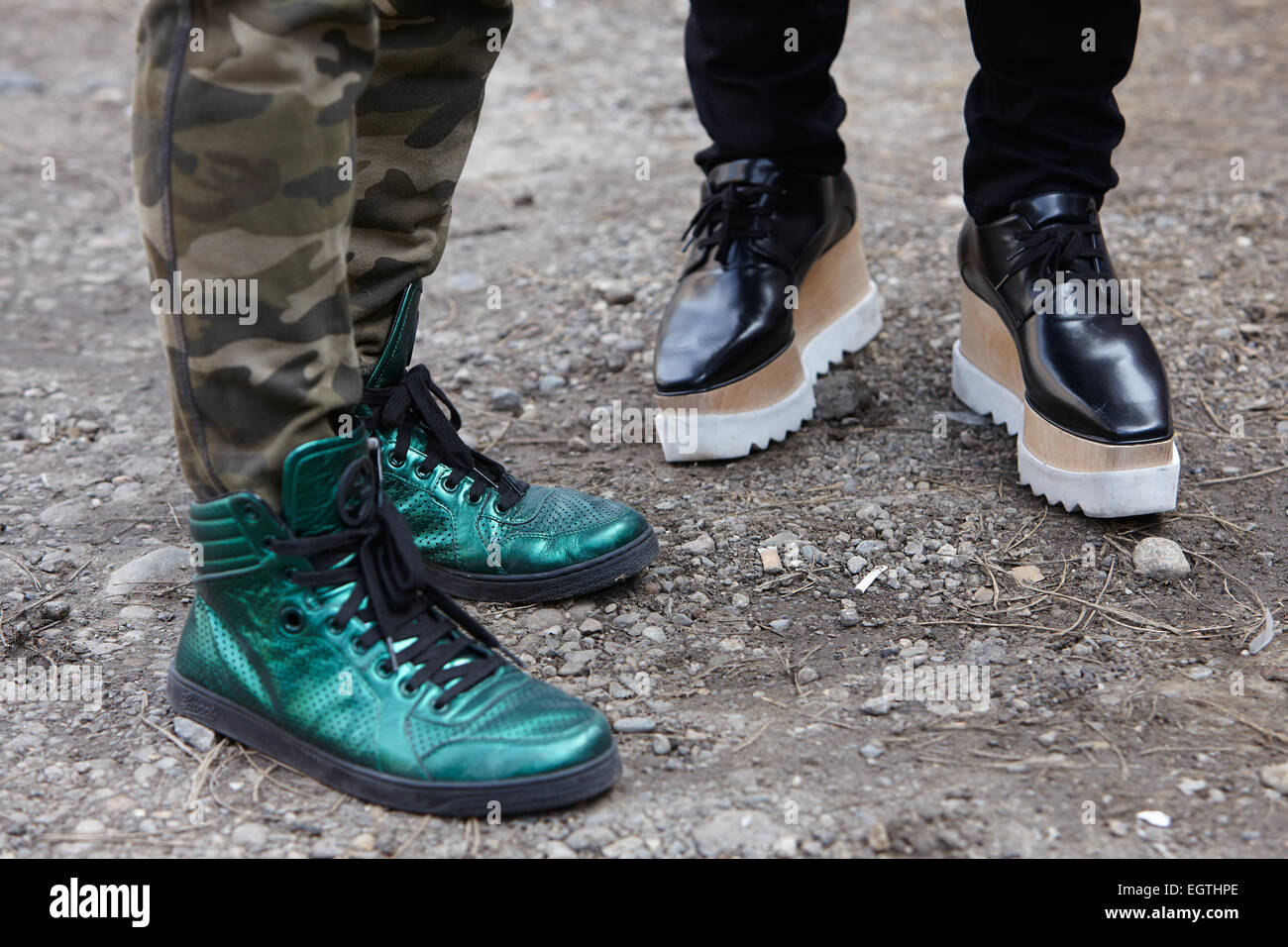 MILAN - 26 février   Homme pose pour les photographes avant de montrer avec  chaussures Gucci Fendi Milan Fashion Week Day 2, automne hiver 2015 2 ead9db281c5