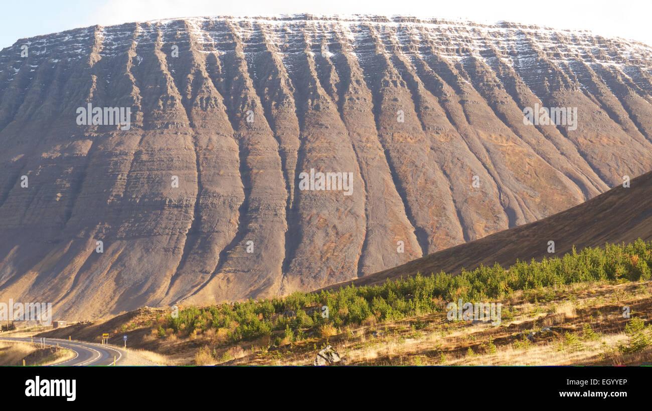 Montagne dans le nord-est de l'Islande Photo Stock