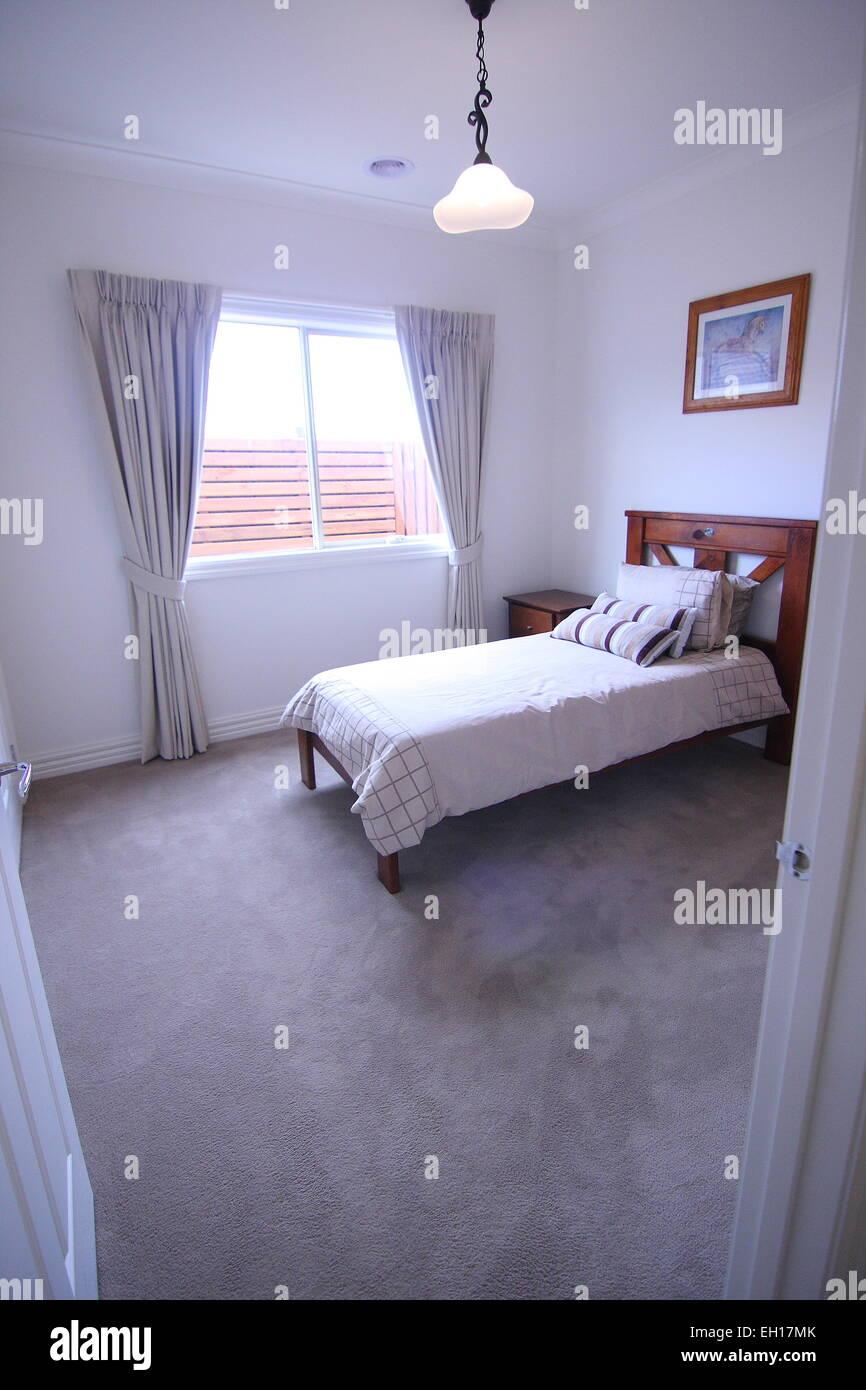 Chambre à coucher moderne avec lit simple Banque D\'Images, Photo ...