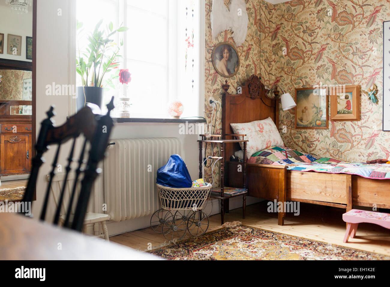 Chambre simple de chambre à coucher Photo Stock
