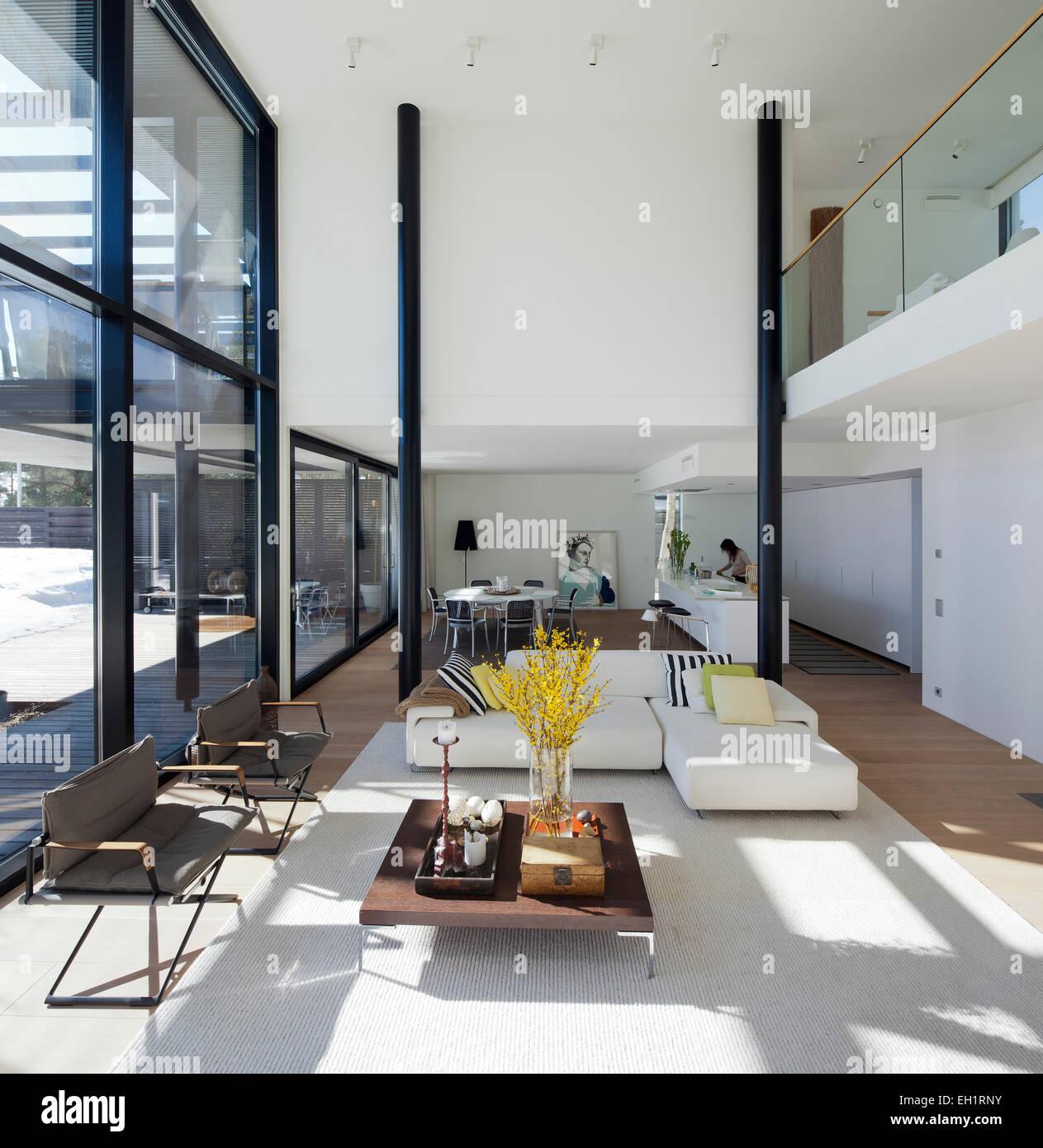 Grande, blanche, à plan ouvert avec cuisine moderne, salle à ...