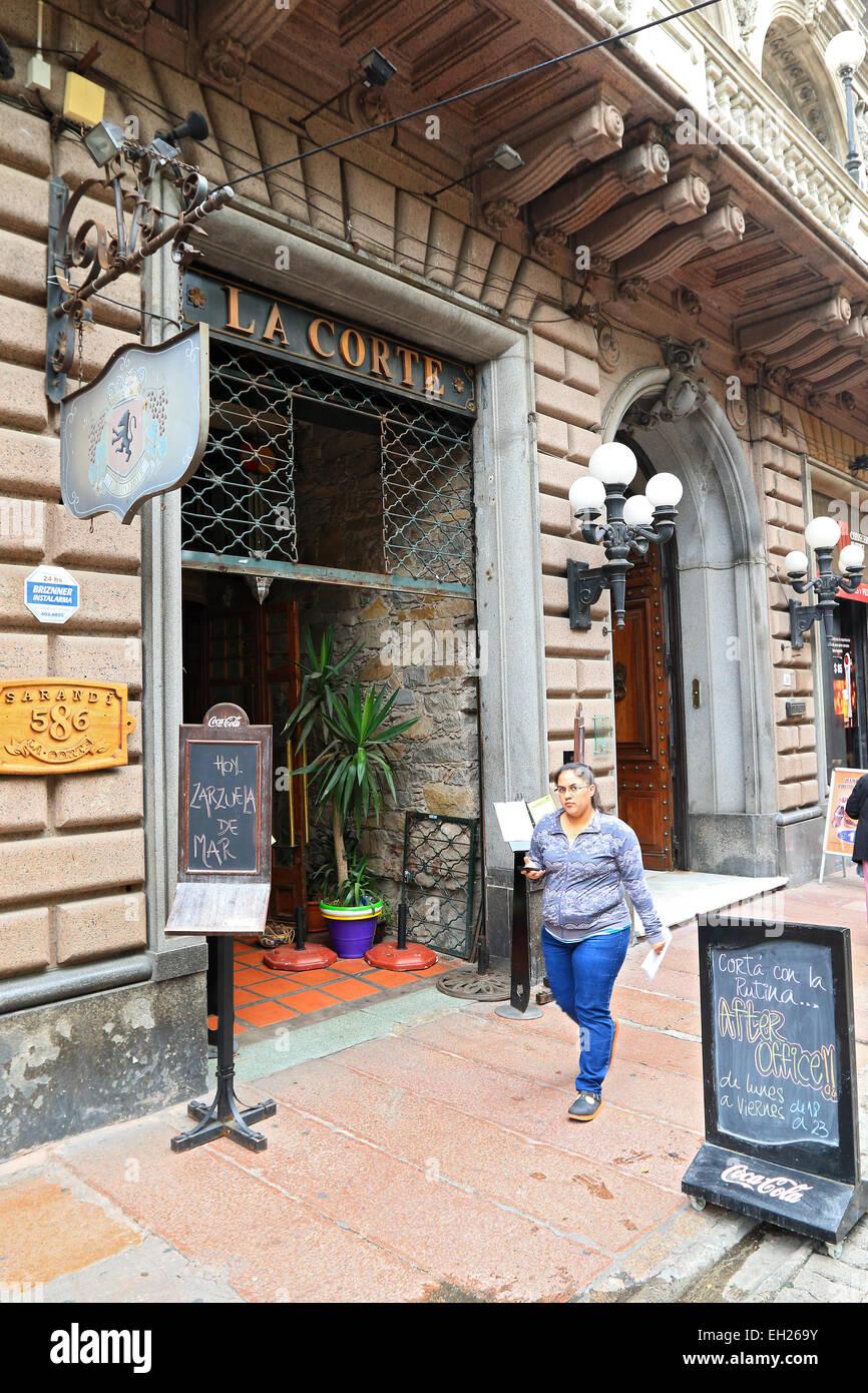 Restaurant dans la vieille ville de Montevideo, Uruguay. Photo Stock