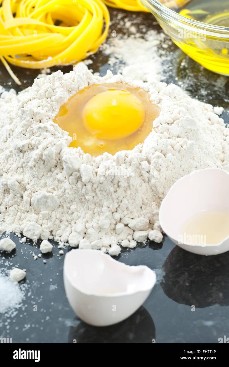 Ingrédients pour les pâtes faites maison. Photo Stock