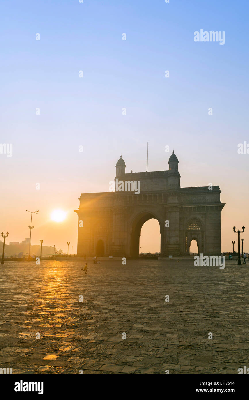 La porte de l'Inde à l'aube, Mumbai, Maharashtra, Inde, Asie Photo Stock