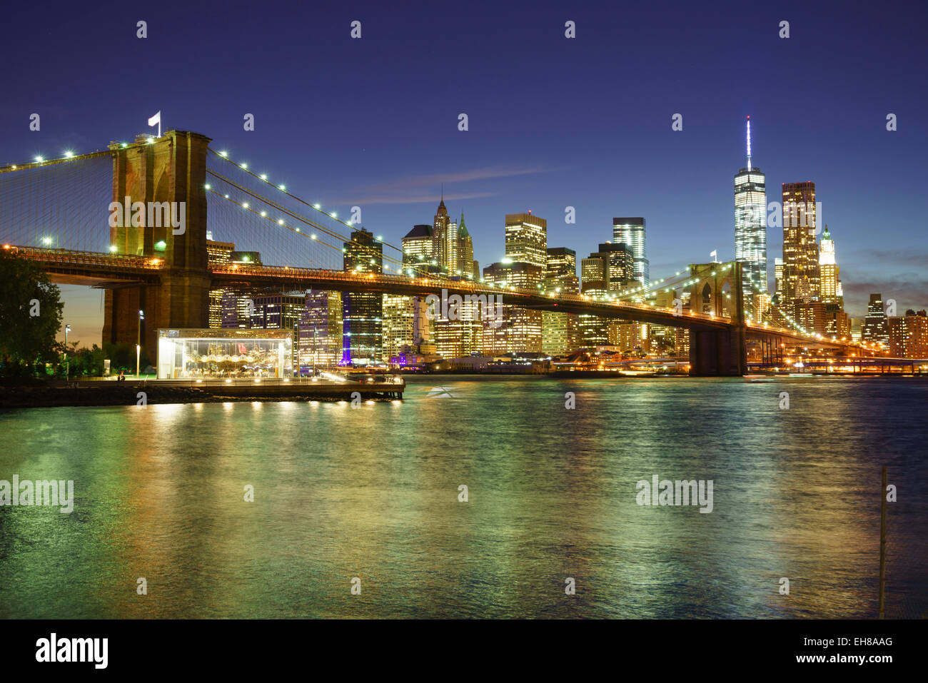 Pont de Brooklyn et Manhattan skyline at night, New York City, New York, États-Unis d'Amérique, Amérique Photo Stock