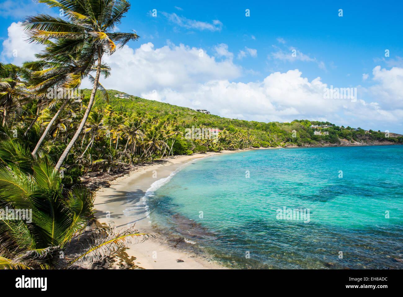 Plage de sable fin sur la baie de l'industrie, Bequia, les Grenadines, Saint Vincent et les Grenadines, îles Photo Stock