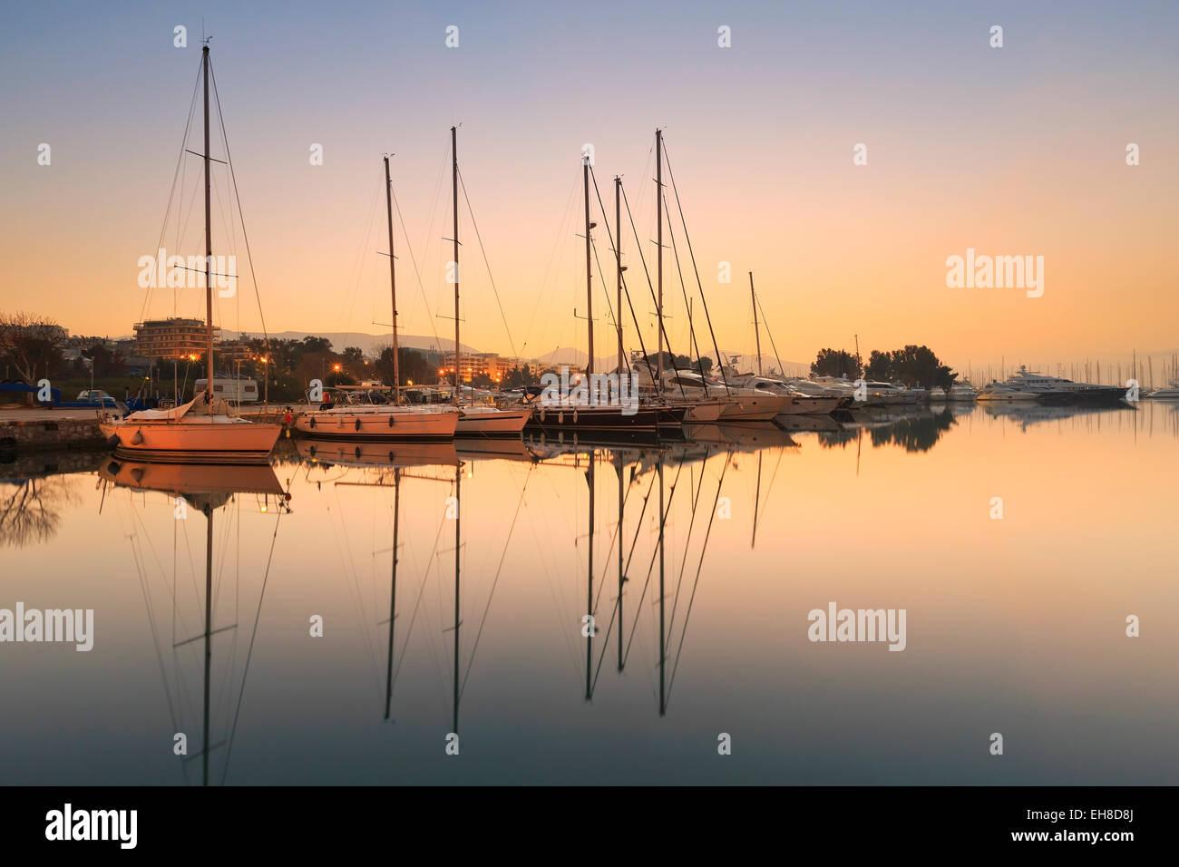 Coucher du soleil à Marina d'Alimos à Athènes, Grèce. Photo Stock