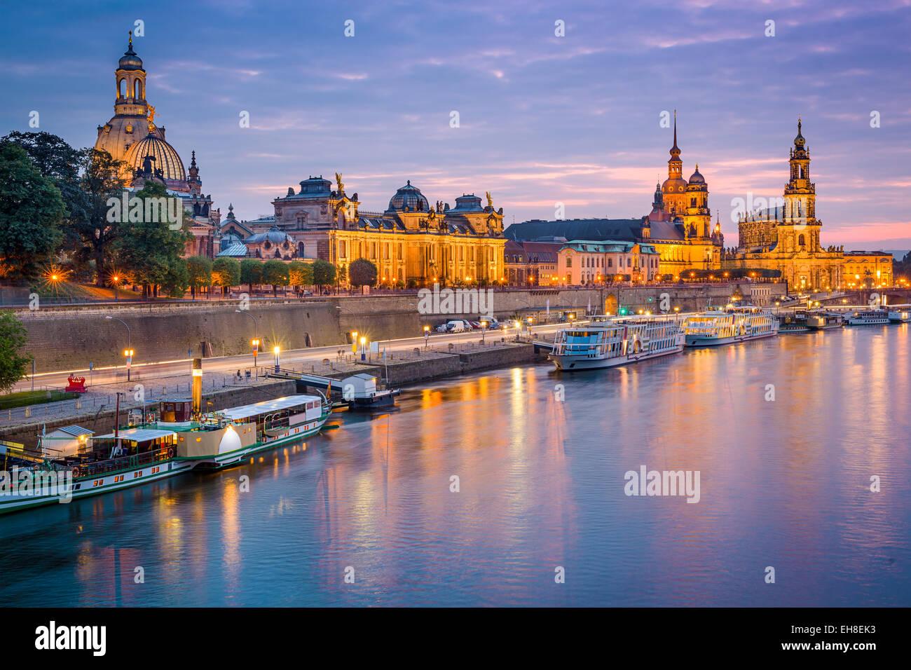 Dresde, Allemagne vieille ville skyline, sur l'Elbe. Photo Stock