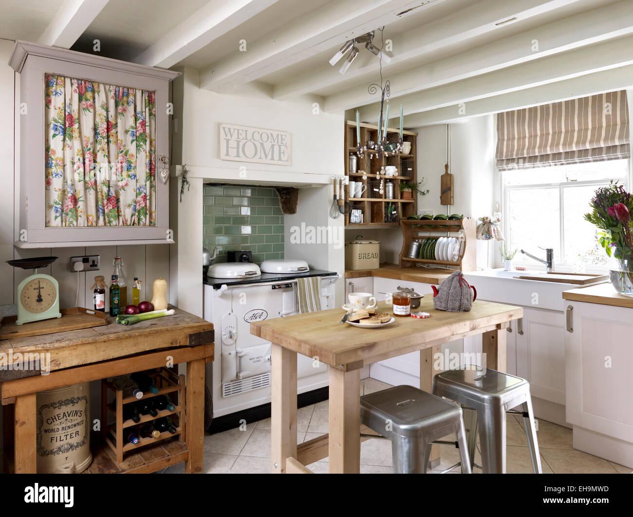 maison avec poutre trendy deco maison avec poutre des idaces pour cracer une cuisine scandinave. Black Bedroom Furniture Sets. Home Design Ideas