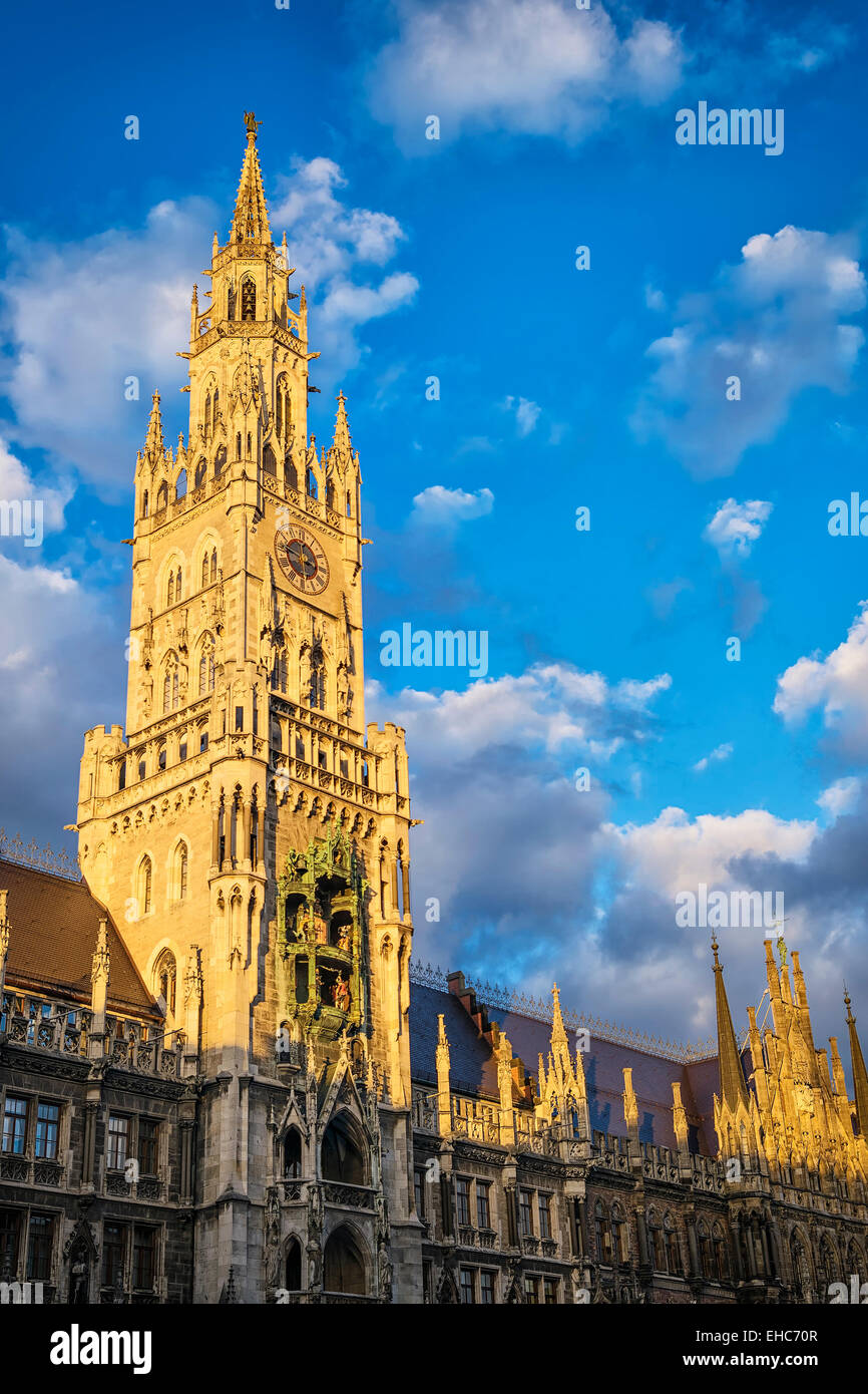 Hôtel de ville de Munich, Bavière, au coucher du soleil Photo Stock