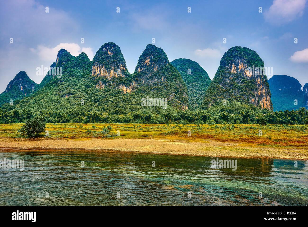 La rivière Li, entre Guilin et Yangshuo dans la province de Guangxi Chine Photo Stock