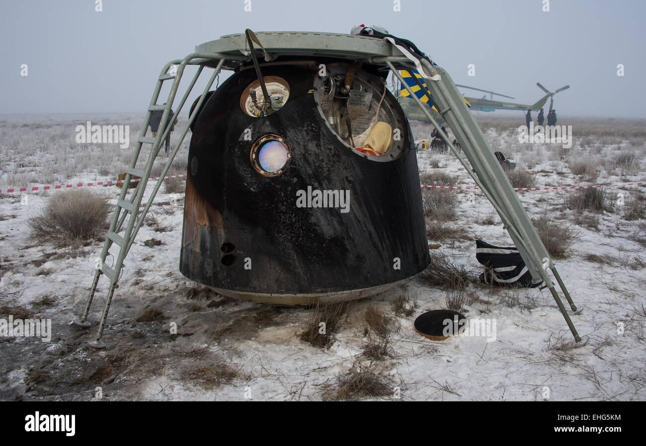 La capsule Soyouz TMA-14M transportant l'équipage Expédition 42 équipage est marqué par la rentrée à quelques minutes Banque D'Images