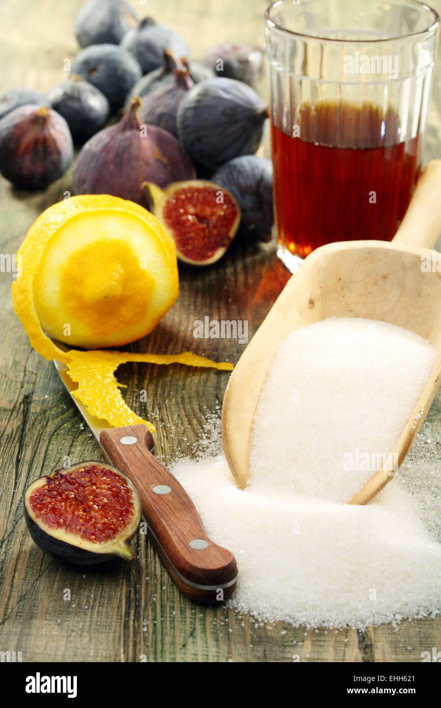 Ingrédients pour faire de la confiture de figues. Photo Stock