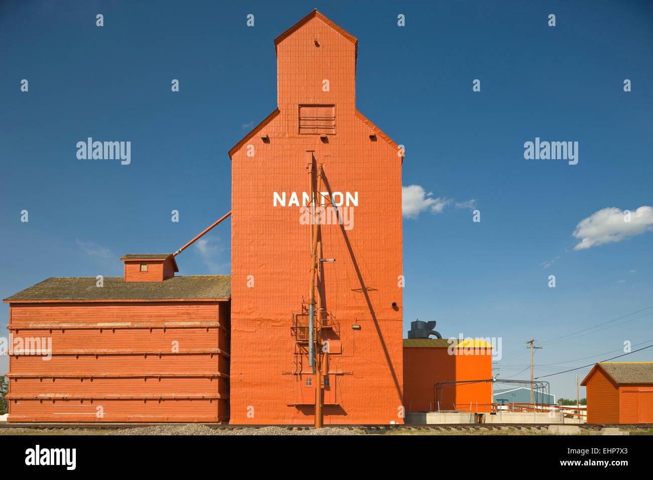 Les silos à céréales à ossature de bois CANADA ALBERTA NANTON Photo Stock