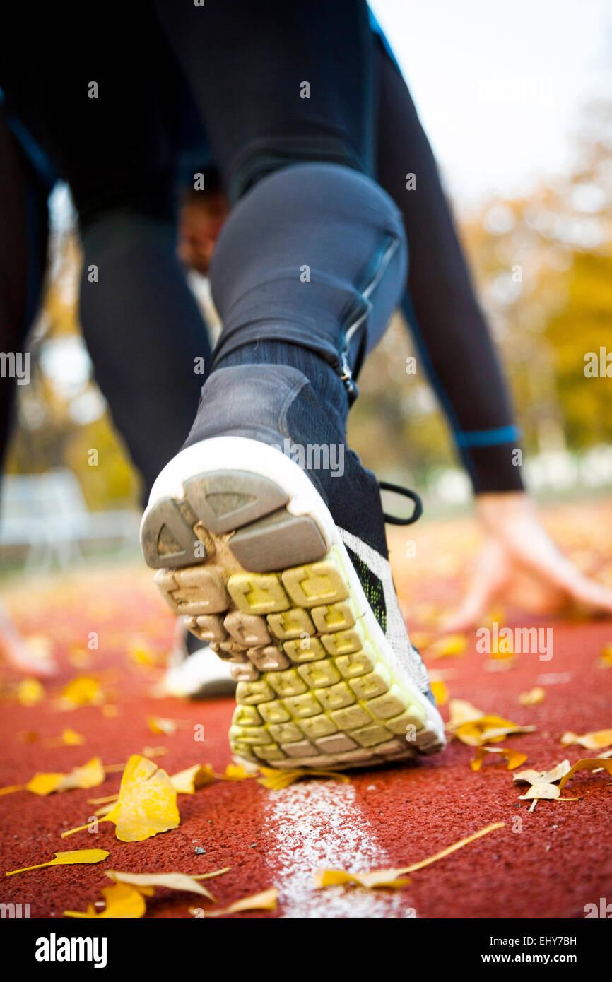 Homme runner faire entraînement de sprint, vue arrière Photo Stock