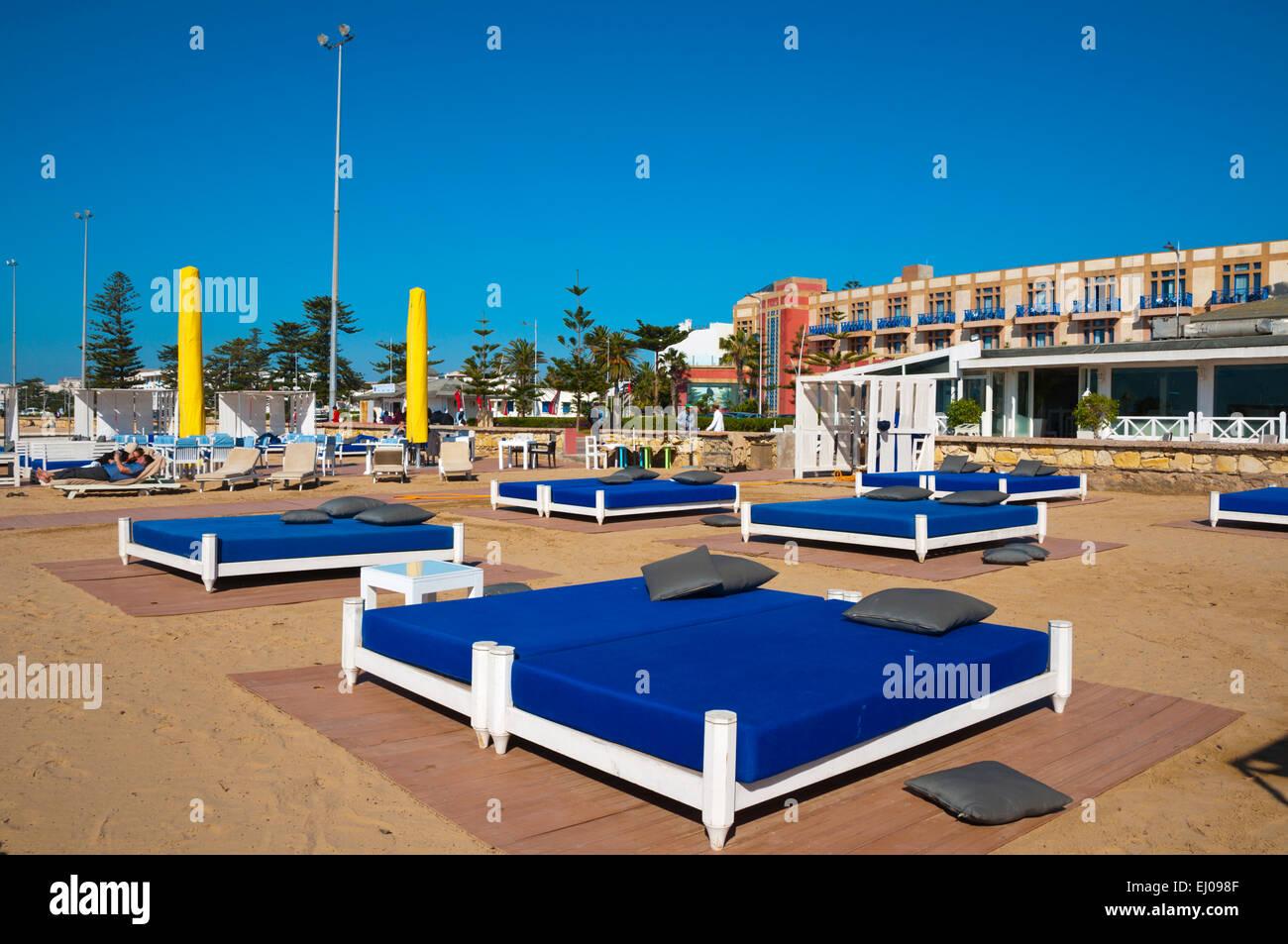 Le salon d'un restaurant, bar, plage de la ville d'Essaouira, Côte Atlantique, Maroc, Afrique du Nord Photo Stock