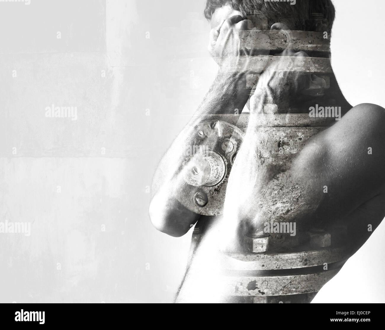 Double exposition conceptuel abstrait collage photo, l'homme se cache derrière son blocage mains fortes et de l'industrie Banque D'Images
