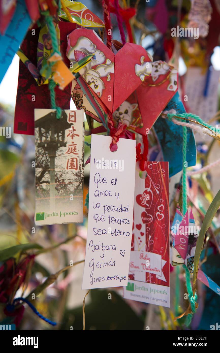 L'ARGENTINE, Buenos Aires, Retiro, jardin japonais, Jardin Japones, messages écrits sur l'arbre des désirs Banque D'Images