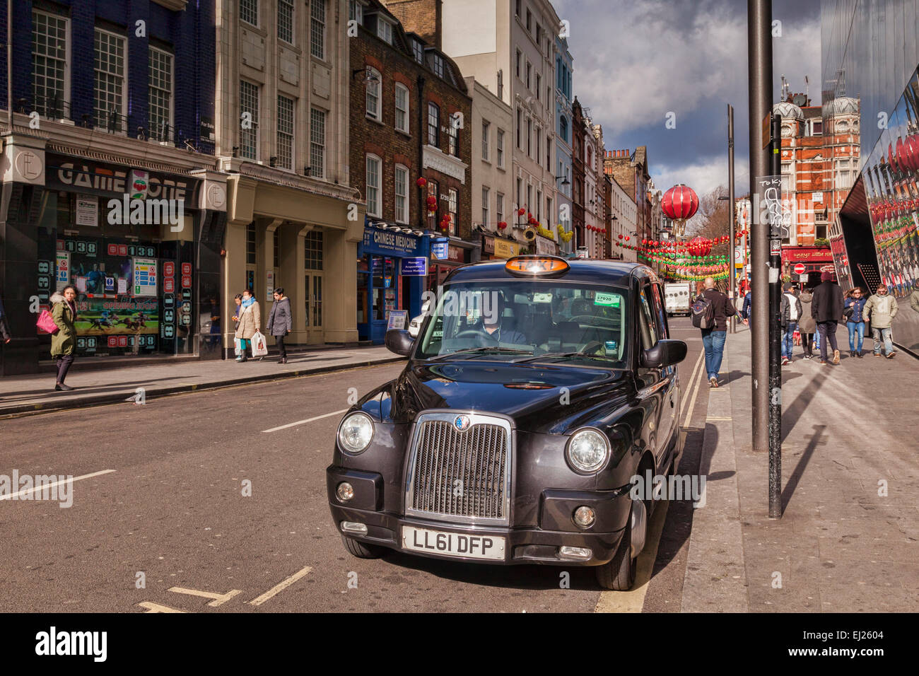 London taxi cab, Chinatown, Londres, Angleterre. Photo Stock