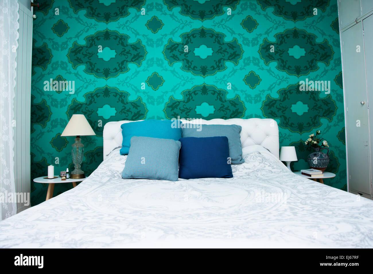 Chambre Design Avec Papier Peint Couleur Et Couleur Turquoise Et Blanche