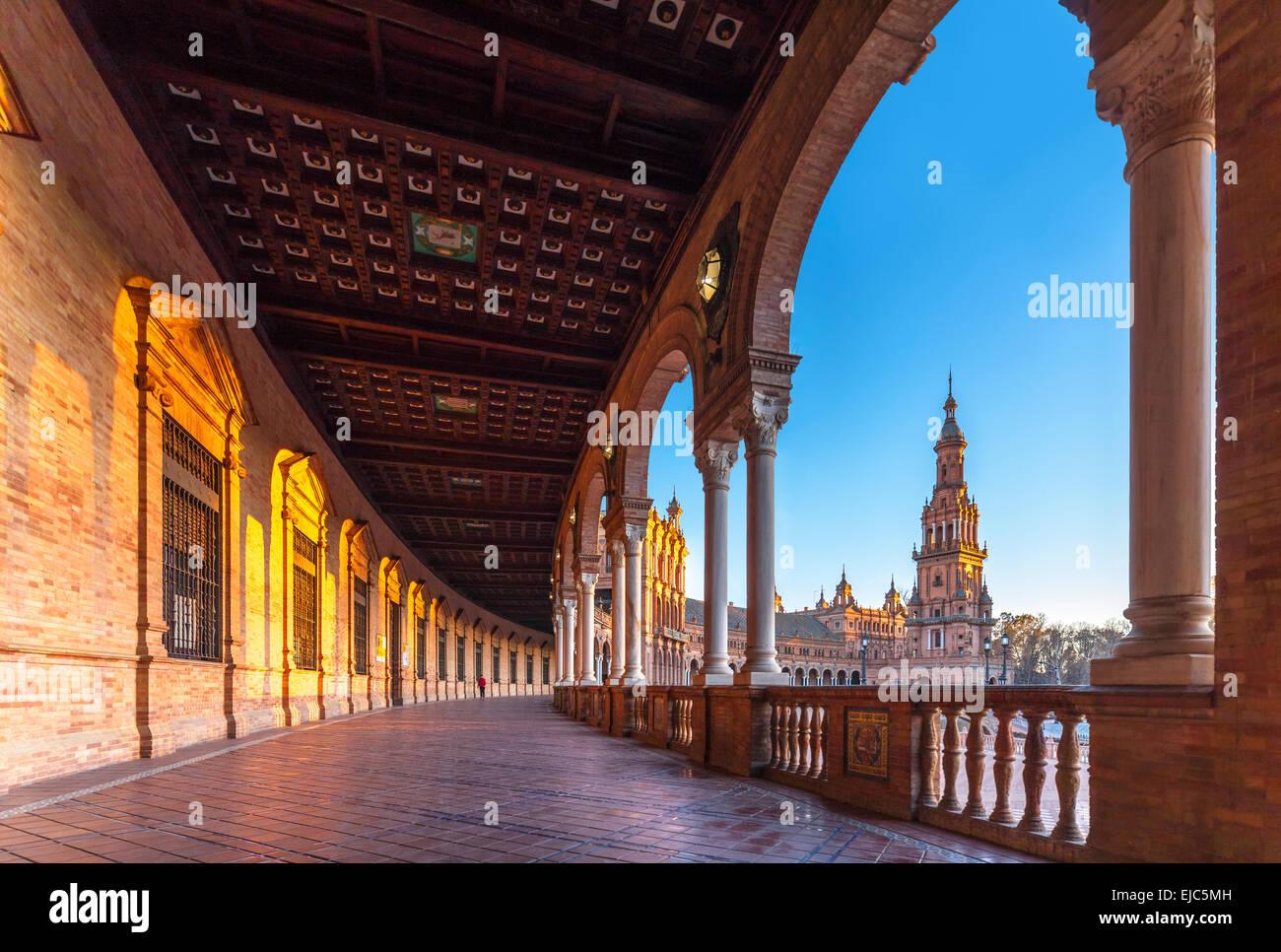 Plaza de Espana Espagne Séville Séville, au coucher du soleil. Vue de la tour sud du bâtiment principal. Photo Stock