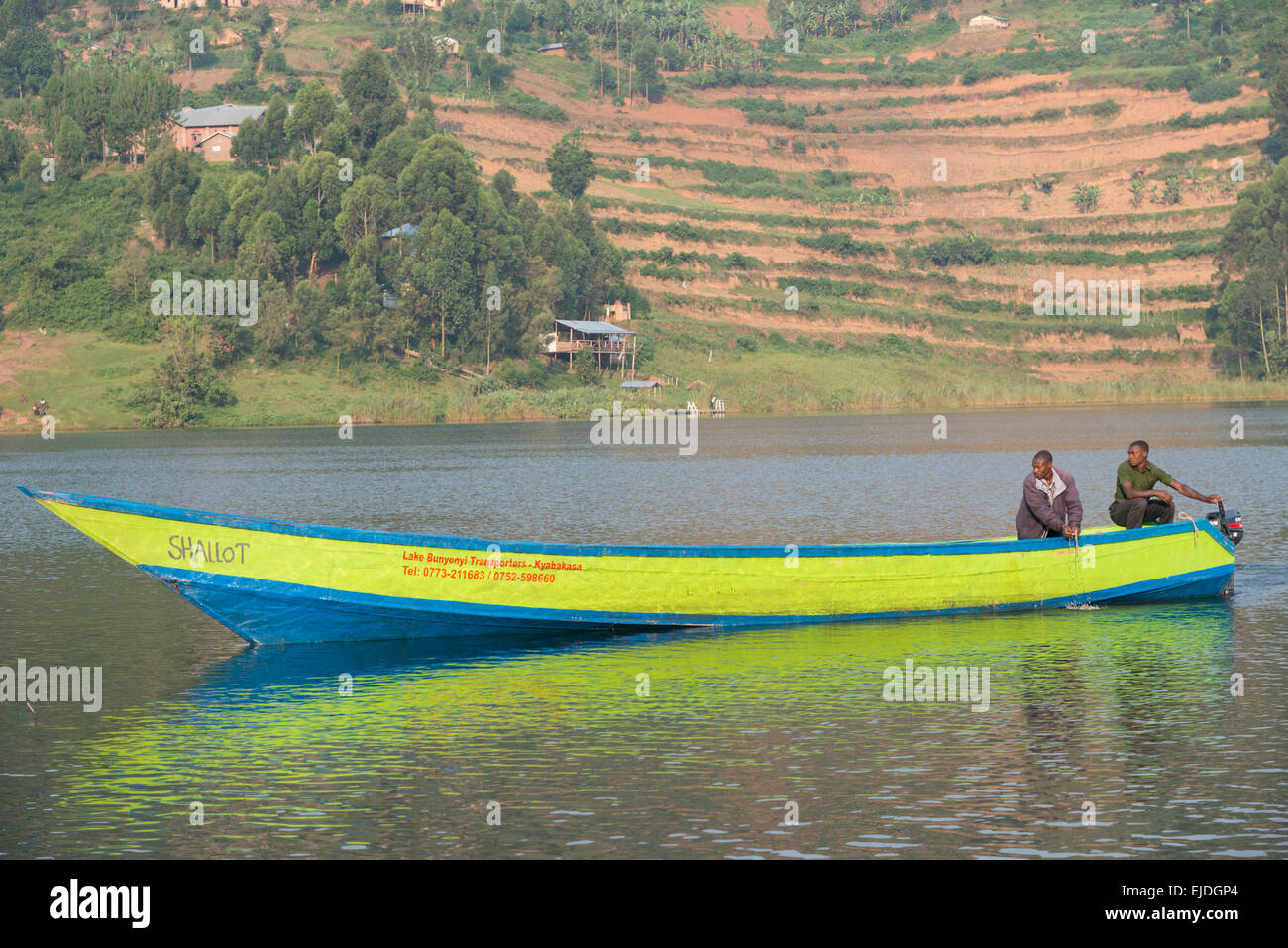 Boat Landing à Mainland. Lac bunyonyi. L'Ouganda. Photo Stock