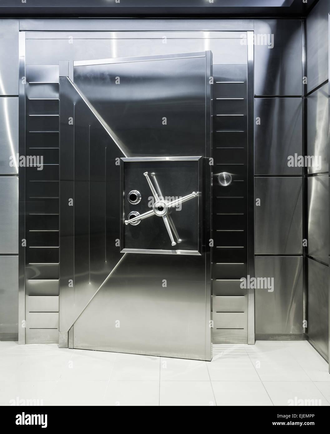 La porte d\'une grande chambre forte ou chambre forte Banque D\'Images ...