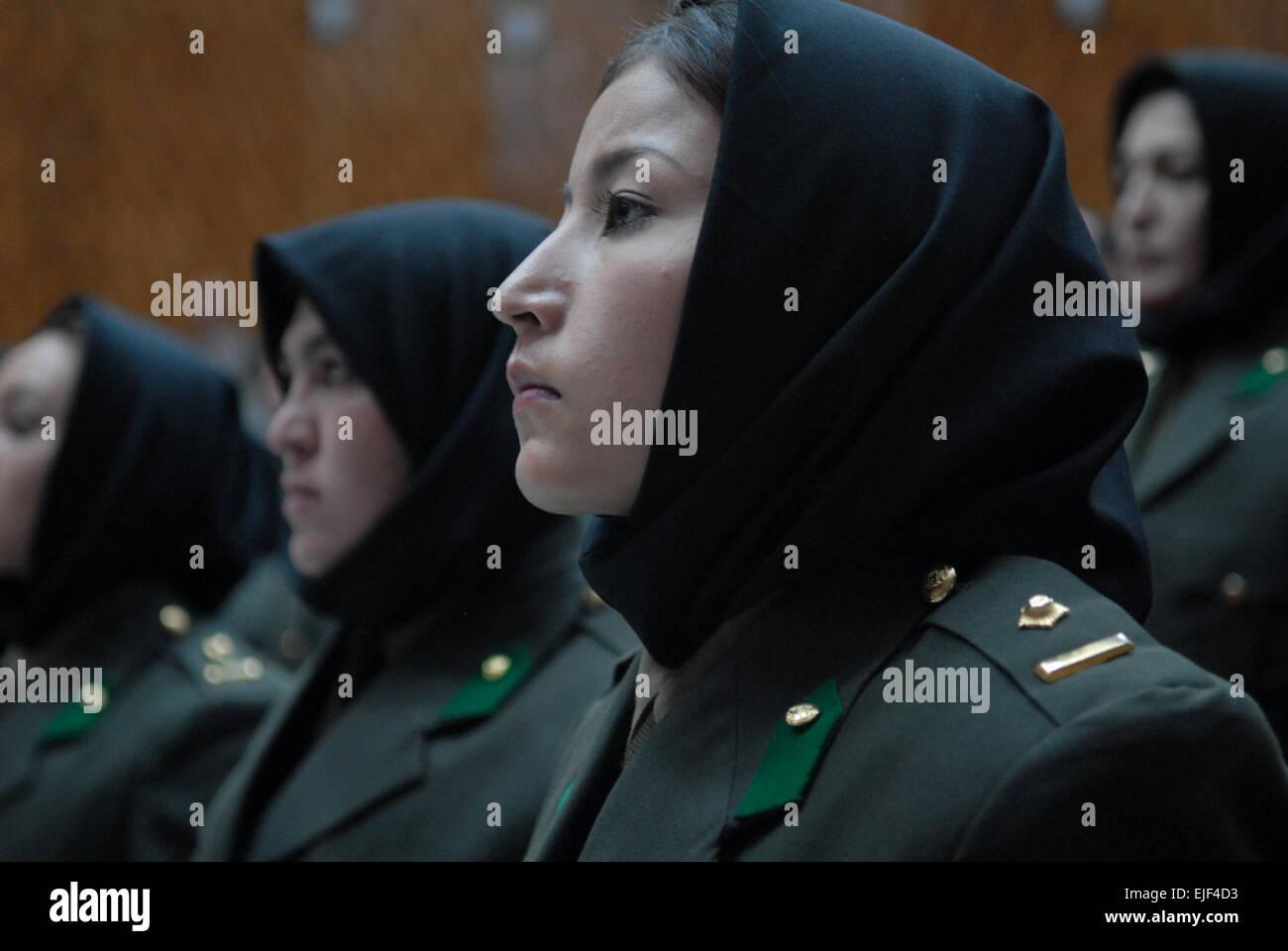 Kaboul, Afghanistan -- les femmes à partir de la première promotion de l'Armée nationale afghane femme officier Banque D'Images