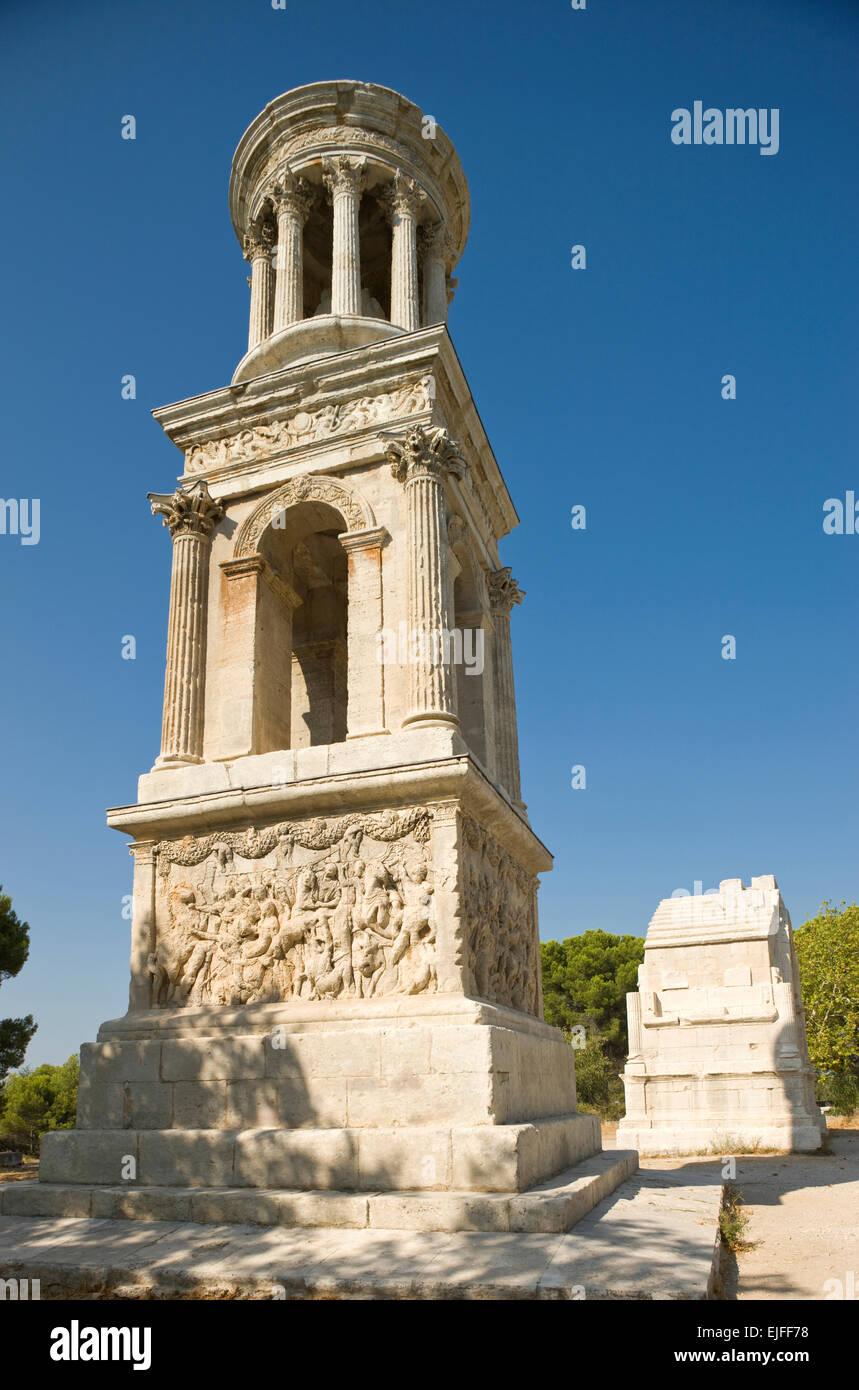 ZENOTAPH arc romain et ruines de GLANUM SAINT RÉMY DE PROVENCE DU RHÔNE FRANCE Buch鋨es Photo Stock
