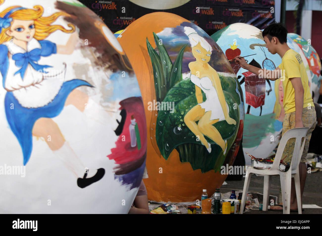 Quezon City Philippines 26 Mars 2015 Un Artiste Peint Un œuf En