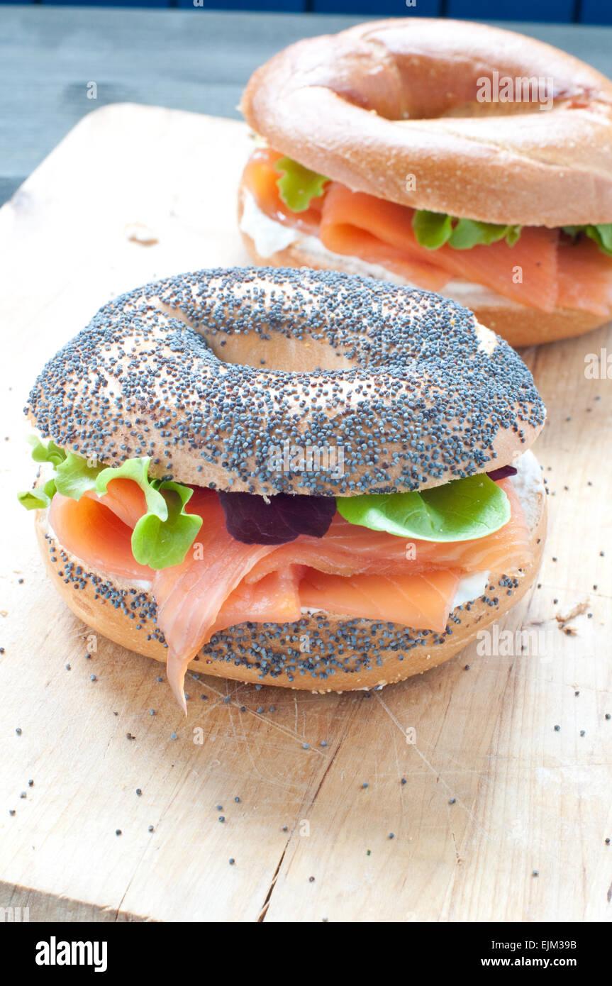 Bagels au saumon et crème fraîche Banque D'Images