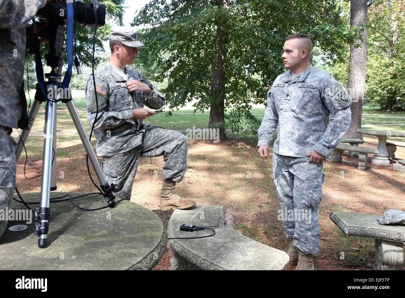 La CPS. Bryan Rankin, 55e Caméra de combat, contribue à la CPS. Daniel Micek, Europe de l'armée Photo Stock