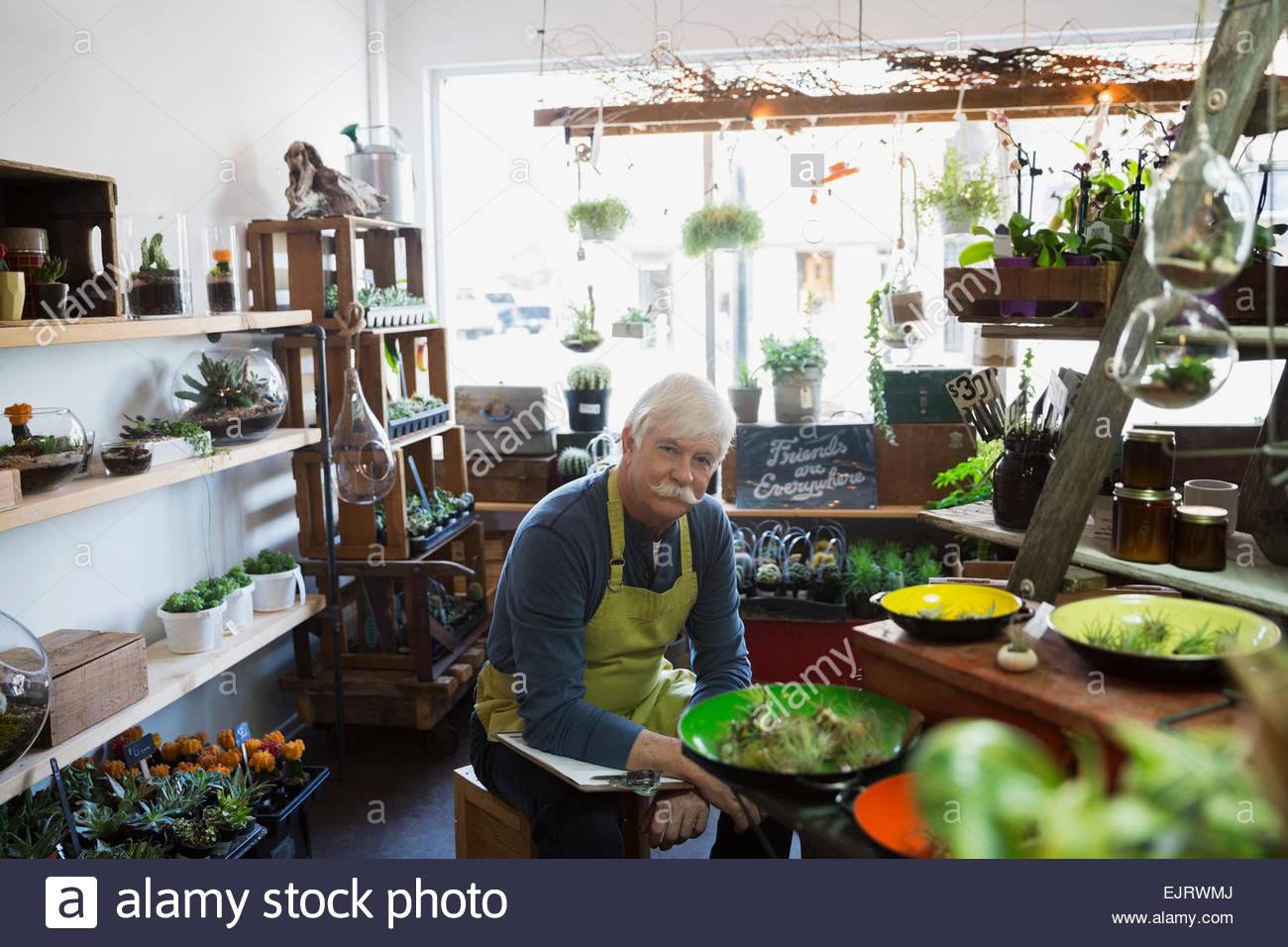 Portrait de propriétaire d'une boutique de terrarium Photo Stock