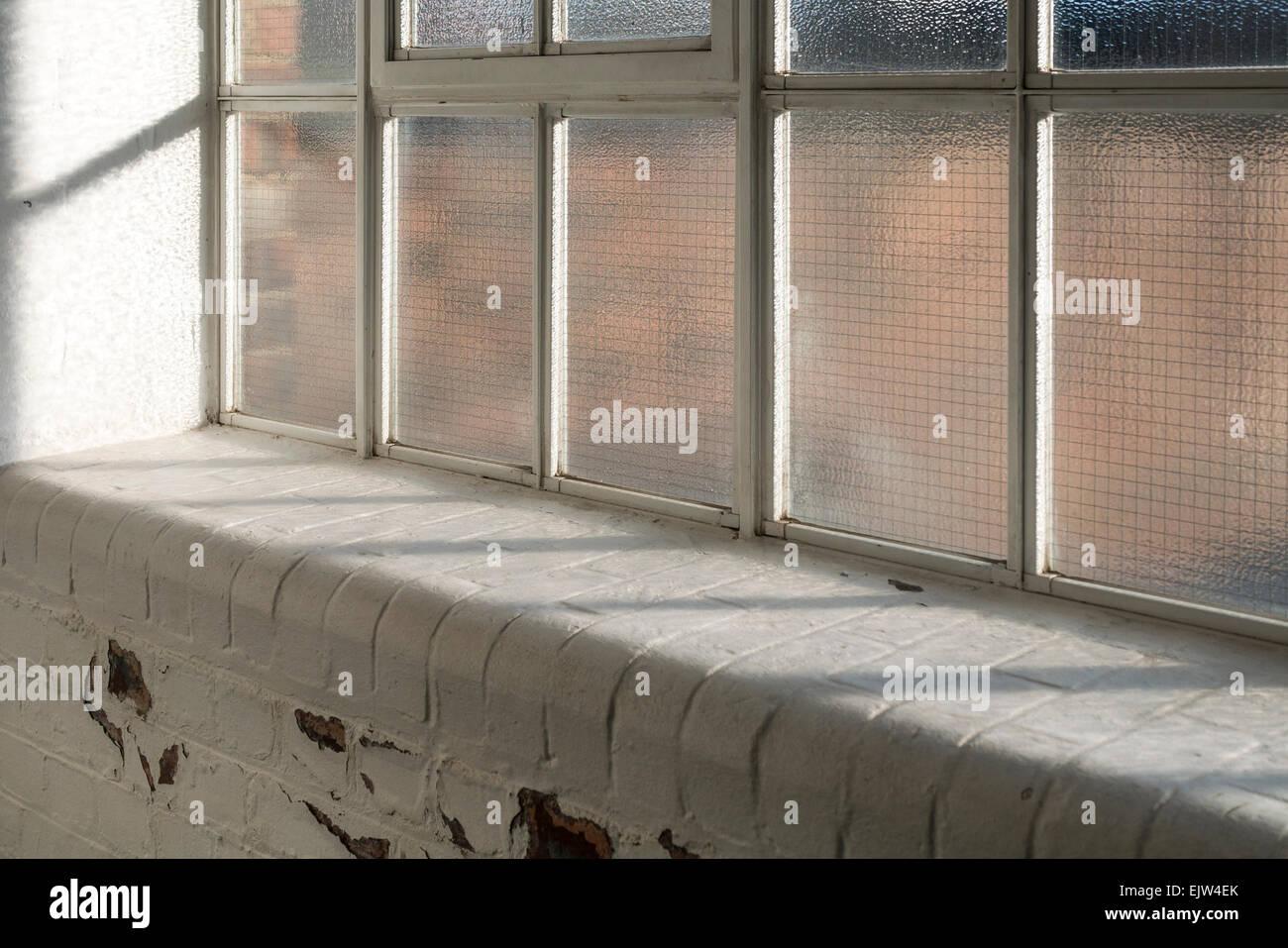 Appui De Fenêtre En Briques Peintes En Blanc Banque Dimages Photo
