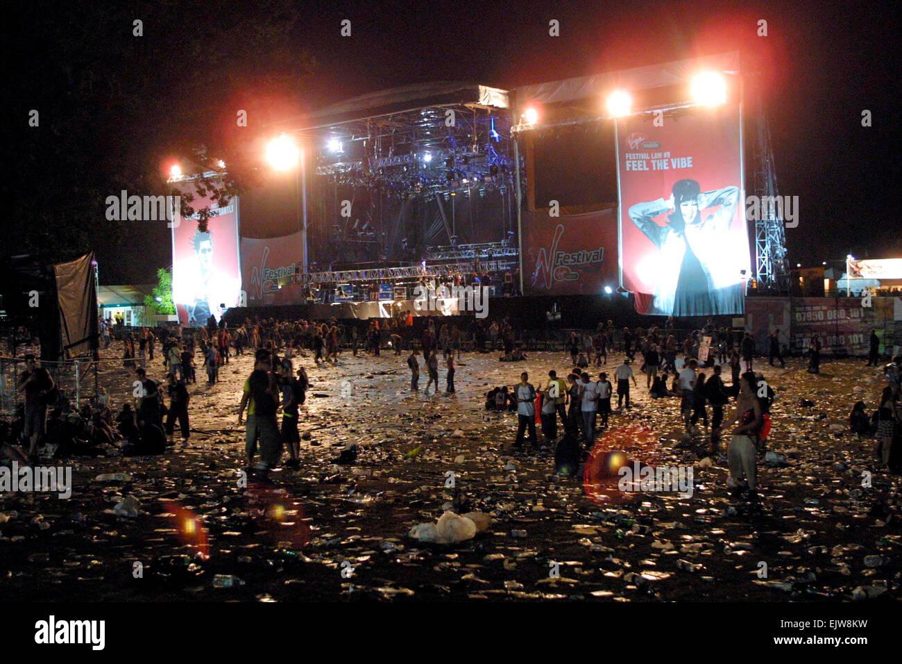 V Virgin Music Festival V2003, la fin du festival et de la foule, laissant Hylands Park, Chelmsford, Essex, Angleterre Banque D'Images